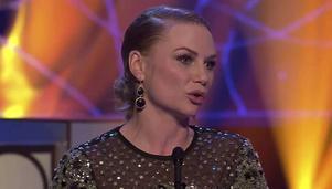 En märkbart tagen Malin Levanon tog emot priset för Bästa kvinnliga huvudroll på Guldbaggegalan.    Foto: Skärmdump/SVT