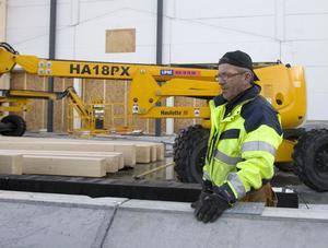 Byggtiden pressas ännu mer av hotet om konflikt konstaterar byggföretagaren Kent Fredhäll, Ljusdal, som bygger delar av Icas nya butik i Hudiksvall.