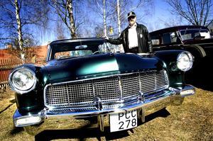En av dem som tagit ut kärran var Åke Jansson från Rättvik. En Ford Continental Mark två från 1956, som när den var ny var den dyraste bilen i USA.