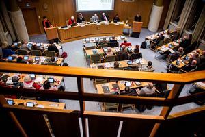 Kommunfullmäktige sammanträder i stadshusets sessionssal.