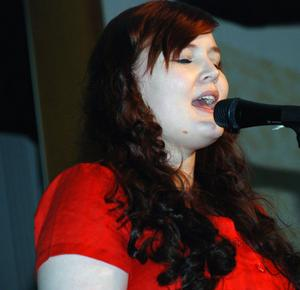 Karin Danielsson framförde en kärleksfull ballad till Patrik Karlssons pianokomp.