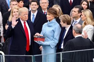 Republikanen Donald Trump svärs in som ny president den 20 januari 2017.