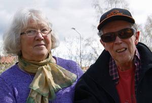 Hjördis Lundmark och Hans Marklund, pionjärer inom svampfärgning i Sverige.