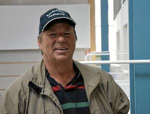Guidar i nostalgi. Benny Sörensen har fått ta del av många minnen från besökarna i utställningslägenheterna.