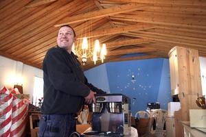 Öppnar kafé. Robert Morris håller som bäst på att förvandla det gamla missionshuset i Sannerud till ett kafé.