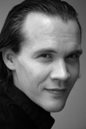 Mångsidig. Rikard Svensson har stått på Dramatens scen men i kväll sjunger och skämtar han på Sigurdsgatan 25.