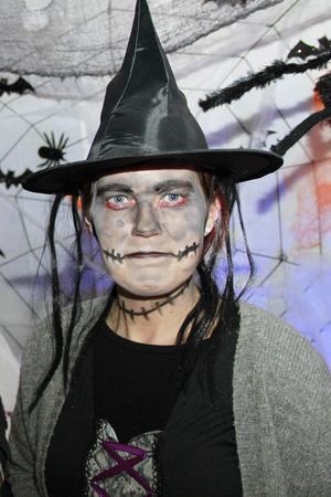 – Folk väntar på den här kvällen – flera har hört av sig och undrar om det blir halloweenfirande – och så klart det blir det, säger Madeleine Bergström, receptionist på Järvzoo.