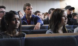 Koncentrerade elever deltog aktivt och frågade ut våra politiker under tre timmar.