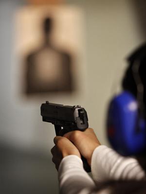 Omstridd hobby. Om vapenlagarna skärps kommer det troligen bli svårare för dem som håller på med jakt och skytte på fritiden att få vapenlicens. foto: scanpix