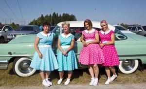 Annika Axelsson, Madeleine Smedberg, Madelene Axelsson och Therese Axelsson gled fram bekvämt i en amerikanare från 50-talet.