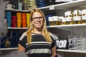 Muggar och koppar i olika färger och slag är några av detaljerna i Caroline Fredins butik.