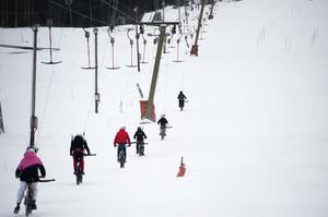 Ovanlig syn, cyklar i liten på vintern. På sommaren satsar många skidanläggningar på träning i downhill.
