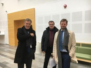 Advokattrion från vänster Mårten Andersson, Peter Säll och Peter Degerfeldt, som representerar Arosmotet, kan tänka sig att betala 360 000 till MJP:s konkursbo.