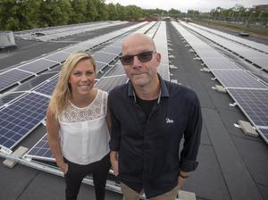 Diös Fastigheter i Gävle satsar på solcellspaneler. I Gävle finns nu den största anläggningen inom bolagets fastighetsbestånd. Tidigare har man byggt en i Sundsvall och en i Åre. Målsättningen är att två fastigheter per ort ska förses med solceller.Anläggningen på taket på vid Fältskärsleden är 1 800 kvadratmeter stort.