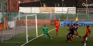 Diego Brum nickar in 2–1 för Syrianska.