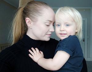 Mamma Anna Zeidlitz med sonen Prins Vilgot Olov Audan Vilhelm Zeidlitz Wennberg, som efter över två års kamp får ha Prins som förnamn.