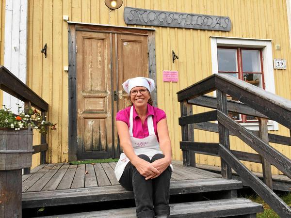 Skogs-Hilda, Ingrid Öhlund är glad över uppdraget att baka vetebullar till hovet. Foto: Ulf Backerholm