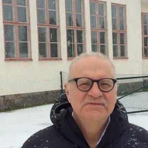Kjell Söderberg (SRD) anser att Centerpartiet skall ge Emiliaskolan en tidsfrist för att hitta en annan aktör att driva skolan.