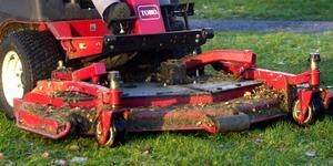 Åkgräsklippare är hett stöldgods. Foto: Uno Gradin