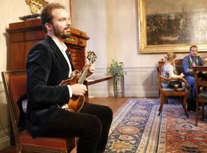 Hannes Hart Svedberg underhöll med mandolinspel.