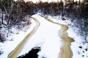 För att skapa fria vandringsvägar för fisk får Nordanstigs kommun tillstånd att riva ut  två kraftverk i Gnarpsån.