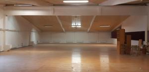 I april var lokalen ett stort rum.