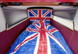Anders Olsson har inrett likvagnen i brittisk stil. Fast han har aldrig varit på de brittiska öarna.