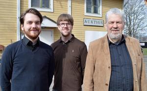 Marcus Gärdskog, Pontus Gärdskog och Jan Östensson på Dalarnas Auktionsbyrå  har många långväga kunder.