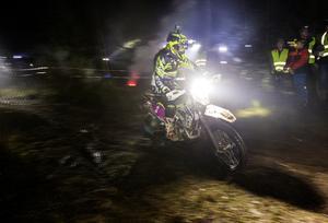 Enduroåkare i full fart under Novemberkåsan. Foto: Stefan Jerrevång/TT