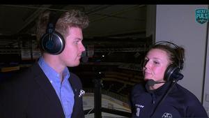Leksands lagkapten Elin Lundberg intervjuas av Adam Johansson i Hockeypuls sändning.