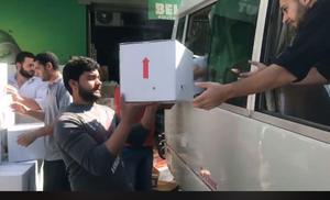 Mat och andra förnödenheter lastas om i Libanon för vidare färd till flyktingläger. Foto: Privat
