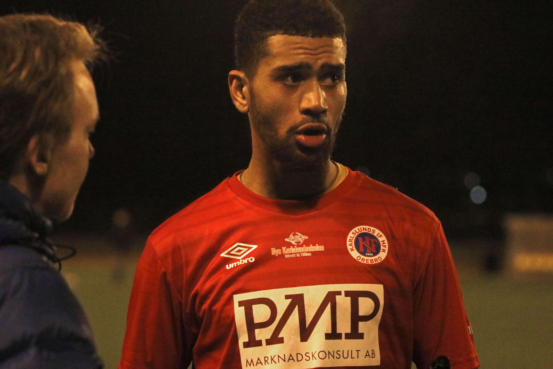 Aaron Zahui Bazoukou gjorde Karlslunds två mål i första kvalmatchen mot IFK Haninge.