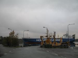 Vid färjeläget då M/S Baltic Excellent passerar.  Foto: Max Möllerfält