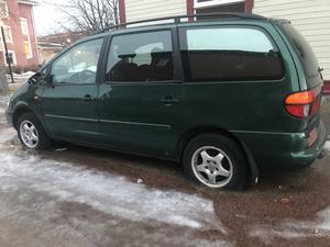 Rekordbilen. Det här fordonet har stått mitt i Sveg kanske så länge som åtta år utan att ha bli flyttat.