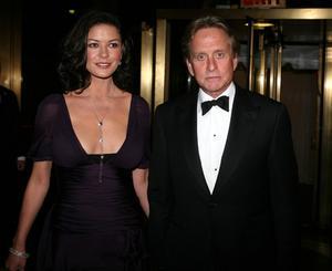 Två kända skådisar om inte verkar ha några problem med ålderskillnaden är Catherine Zeta-Jones och hennes make, den 25 år äldre Michael Douglas.