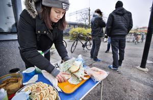 Ett tiotal personer fick del av det som fanns at tbjuda på vid soppkökets provisoriska plats utanför Centralstationen.