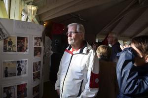 Utställning. Till firandet hade de också gjort en utställning om föreningens historia, här Hasse Knutsson.