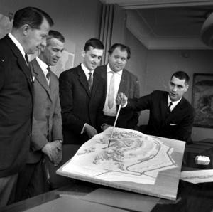 Riksbyggen informerar kommunen 1966 om sina planer på 250 lägenheter på Galgbergets sydsida.