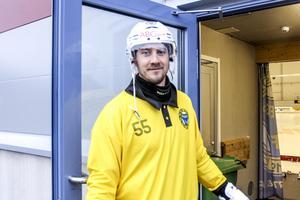 Robert Rimgård på väg in i sin nya hemmaarena för ett träningspass.