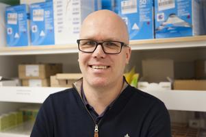 Foto/copyright: Region Dalarna. Fredrik Ehrling, avdelningschef för läkemedelsförsörjningen på Falu lasarett.