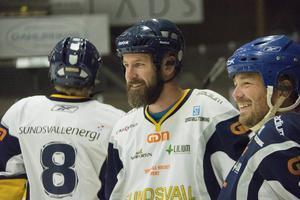 Richard Richardsson och Henrik Åhnstrand blev rivaler i var sitt lag när Giffarna testade på hockey i Gärdehov i höstas.