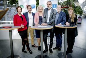 Presskonferens om regionens gemensamma plattform 2019 - 2022 - på USÖ. Från vänster: Karin Sundin (S), Andreas Svahn (S), Marie Holm (KD), Behcet Barsom (KD), Torbjörn Ahlin (C) och Charlotte Edberger Jangdin (C).