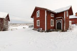 I Enviken finns det här vinterbonade fritidshuset. Foto: SkandiaMäklarna Falun