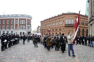 Waffen-SS har satt spår i Europa. Här samlas hundratals letter i Riga 2012 för att hedra dem som stred där. Bild:AP Photo/Roman Koksarov