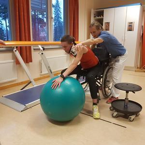 Emma Claesson rehabtränar efter den svåra cykelolyckan i Falun. Foto: Privat.