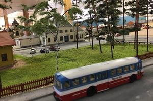 Vi utgår förstås från järnvägsstationen i centrala Rättvik. Skalan är 1:87 vilket betyder att 1 000 meter i verkligheten motsvarar 11,5 meter i modell.