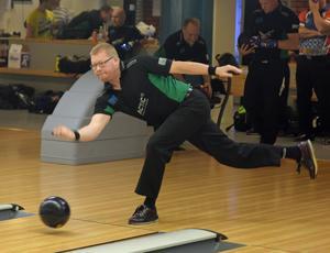 Magnus Lindkvist är i den absoluta Sverigeeliten i svensk bowling. Nu får han äntligen spela elitserien med Ludvika BK.