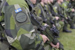 Signaturen vill inte ha militär närvaro i länet.