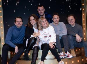 Måns Nathanaelson, Hanna Hedlund, regissören Edward af Sillén, Pernilla Wahlgren, Ola Forssmed och Kim Sulocki.