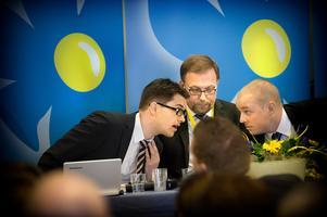 Mannen i mitten var partiledare för SD 1995 till 2005. Nu lämnar han partiet för Alternativ för Sverige. Foto: Dan Hansson / SvD